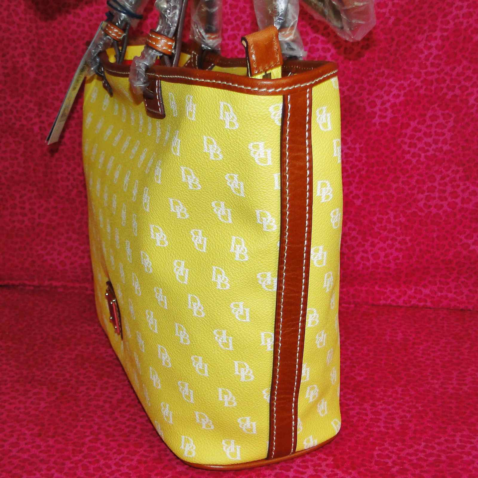 NWT Dooney & Bourke Gretta Signature Yellow Leisure Shopper Tote